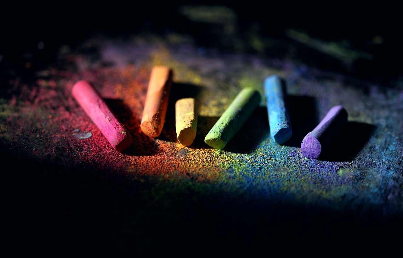 Материалы для рисования — карандаш, уголь, сангина, пастель
